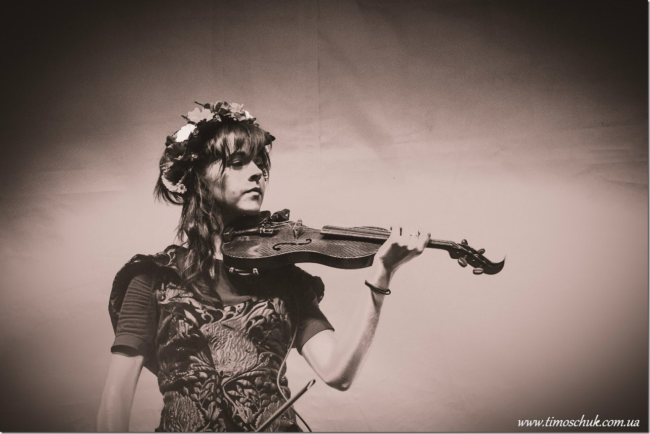 Lindsey-Stirling-UKR--13_thumb